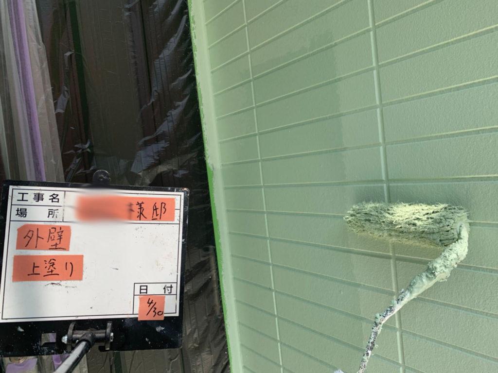 横浜市港南区の外壁塗装上塗り施工
