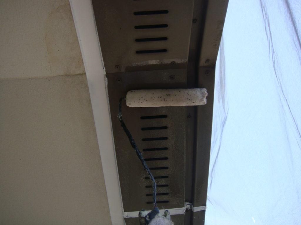 千葉市原市の外壁塗装のお客様軒天井下塗り施工
