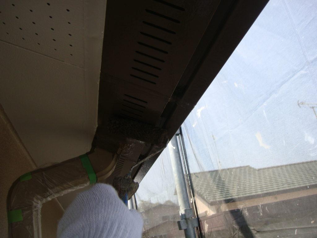 千葉市原市の外壁塗装のお客様軒天井上塗り施工