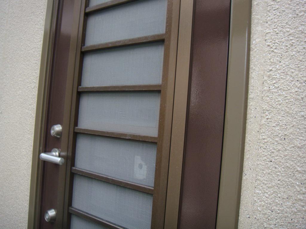 千葉市原市の外壁塗装のお客様勝手口上塗り施工