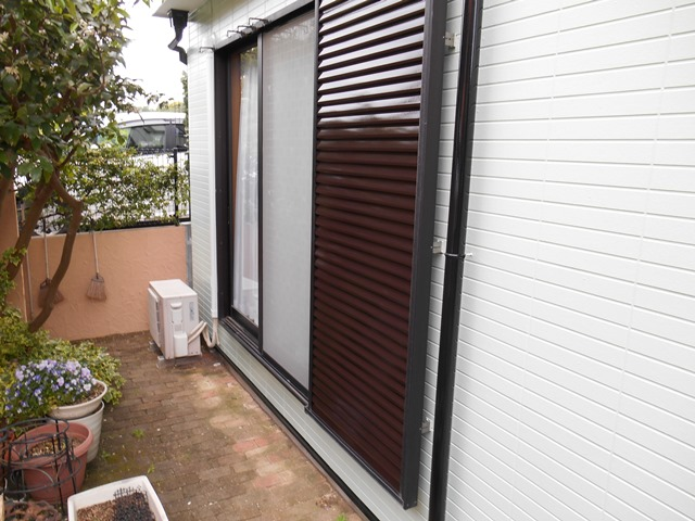 横浜市港南区の外壁塗装の雨戸施工完了後画像