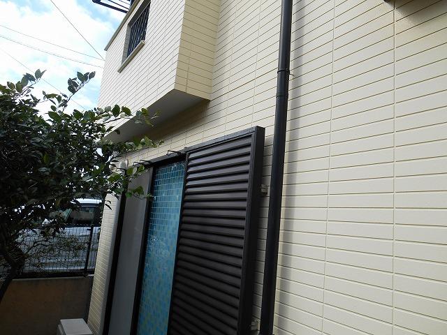 横浜市港南区の外壁塗装の雨戸施工前画像